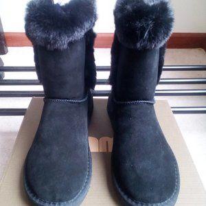 LAMO Women Suede Sheepskin Boots - BRAND NEW